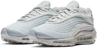 Nike Deluxe SE Sneaker