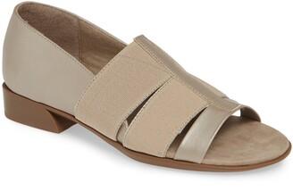 Munro American Naomi Slip-On Sandal
