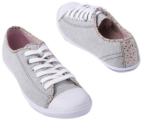 Canvas laced trainers