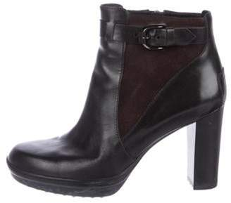 Tod's Leather Round-Toe Ankle Boots Black Leather Round-Toe Ankle Boots