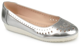 Journee Collection Cindra Flat