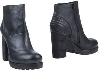 VIC Ankle boots - Item 11316187BI