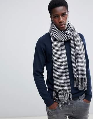 Asos Design DESIGN blanket scarf in black & white houndstooth