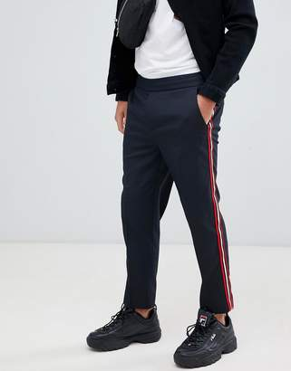 Mennace pants in navy with side stripe