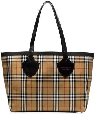 Burberry nude The Medium Giant vintage check reversible tote
