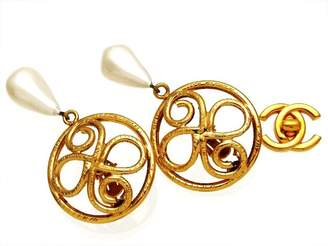 Chanel Gold Tone Metal Simulated Glass Pearl Earring
