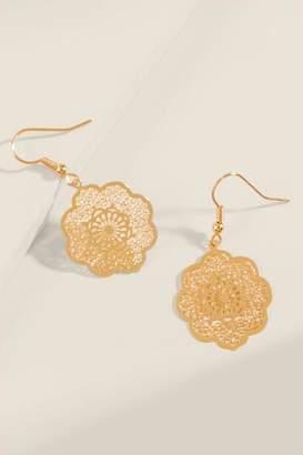 francesca's Caroline Filigree Scalloped Earrings - Gold