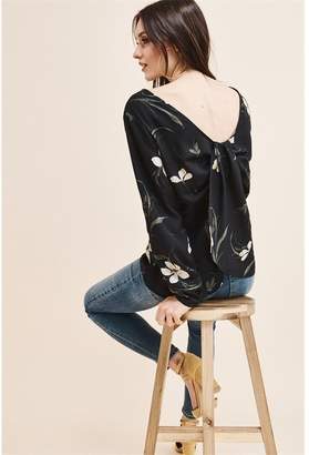 Dynamite Twist Back Blouse - FINAL SALE Black W/White Floral