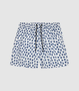 4e2b8b3627f82 Reiss Ciaro - Printed Swim Shorts in White/blue
