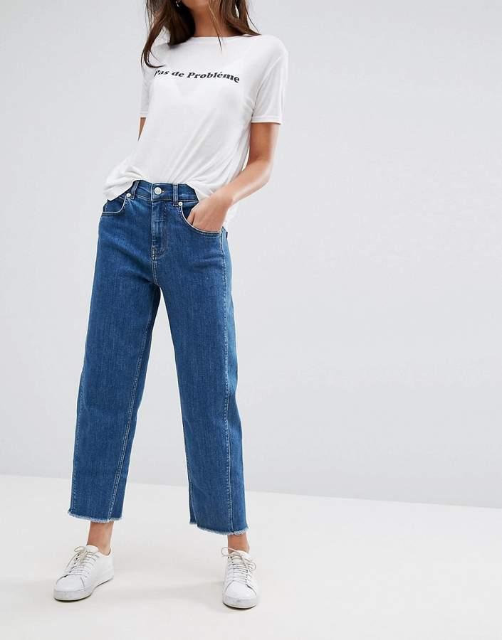 – Jeans mit hohem Bund