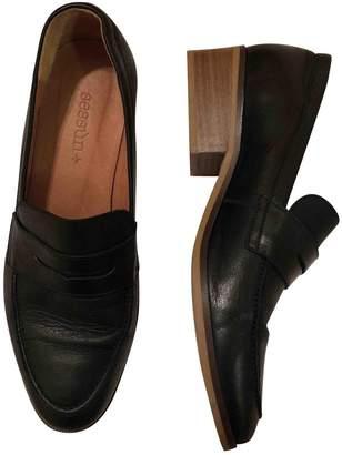 Sessun Black Leather Flats