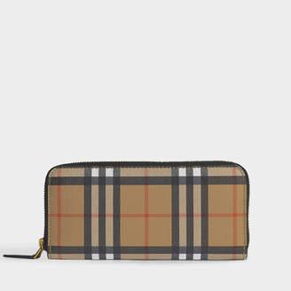 Burberry Ellerby Zipped Wallet In Black Calfskin