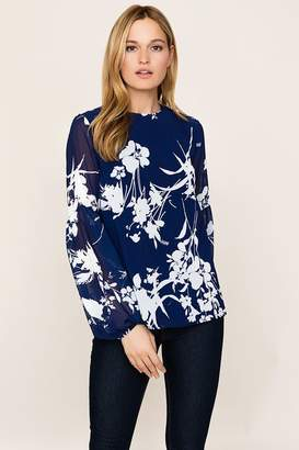 Yumi Kim Executive Top