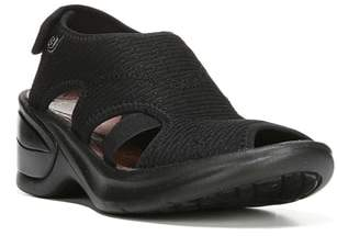 BZEES Kiss Sandal