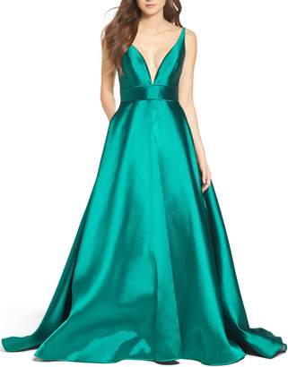 Mac Duggal IEENA FOR Plunging Sweetheart Neck Ballgown