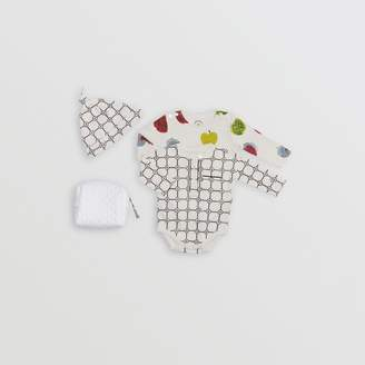 Burberry Childrens Apple and Floral Print Three-piece Baby Gift Set