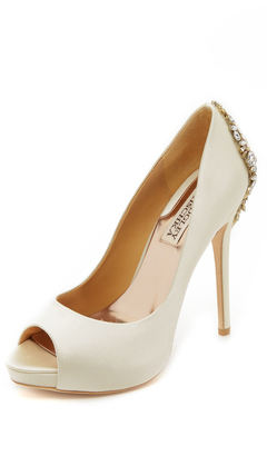 Badgley Mischka Kiara Pumps $245 thestylecure.com