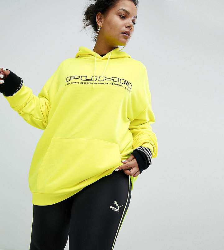 – Sweatshirt in Neongelb mit Logo, exklusiv bei ASOS Plus