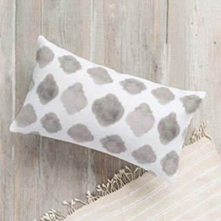 Faded Quatrefoil. Self-Launch Lumbar Pillows