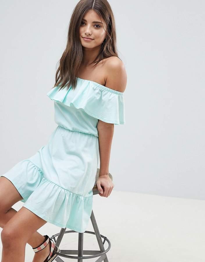 DESIGN – Schulterfreies Sommerkleid mit Stufenrock