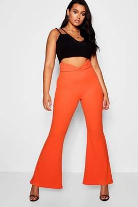 boohoo Plus V Thigh Waist Flare Trouser