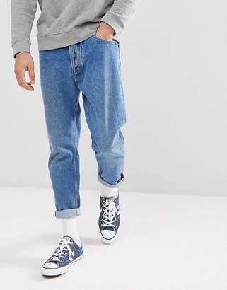 Tommy Jeans Relaxed Cropped Tapered Jeans in 90s Mid Wash