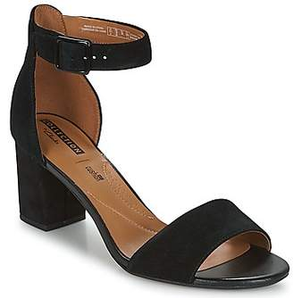 7b5a29346 Clarks Sandals Sale - ShopStyle UK
