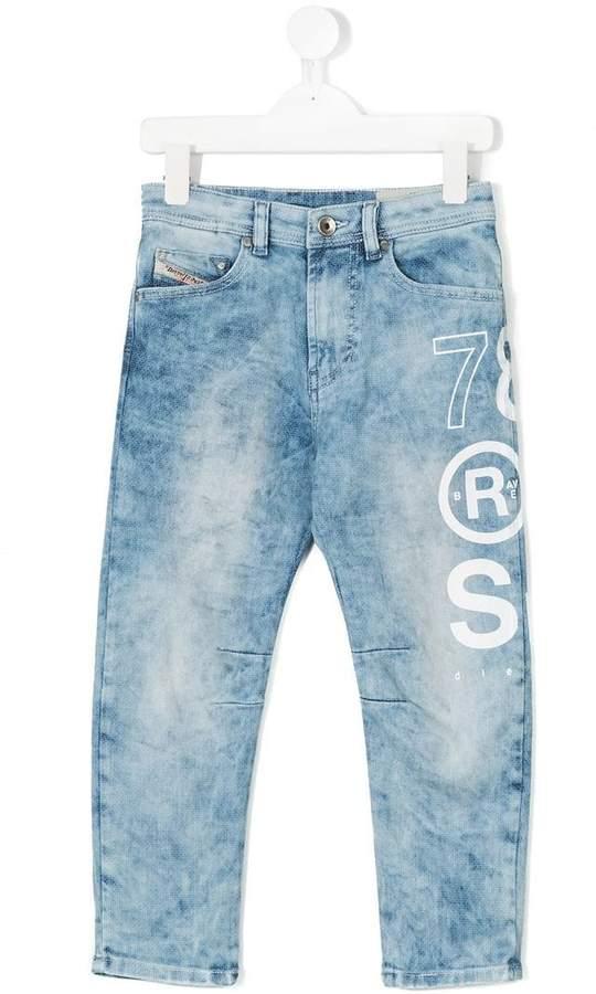 printed distressed jeans