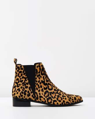Atmos & Here ICONIC EXCLUSIVE - Victoria Leather Ankle Boots
