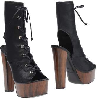 Luca Valentini Ankle boots - Item 11228453XR