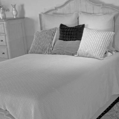 Bed Bath & Beyond Diamante European Matelasse Queen Coverlet in Light Grey