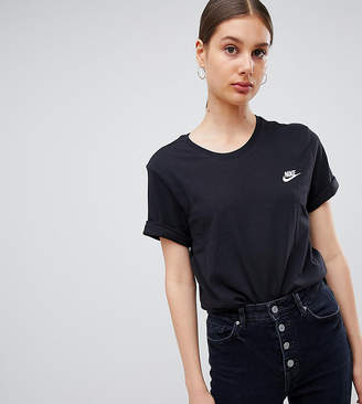 Nike Boyfriend T-Shirt With Embroidered Logo In Black
