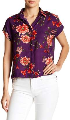 Romeo & Juliet Couture Floral Button Down Tee