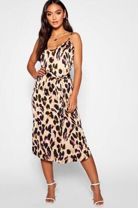 b96fcceb922d8 boohoo Petite Leopard Print Strappy Midi Dress