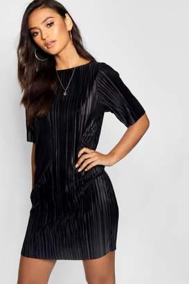 boohoo Petite Pleated Short Sleeve Shift Dress