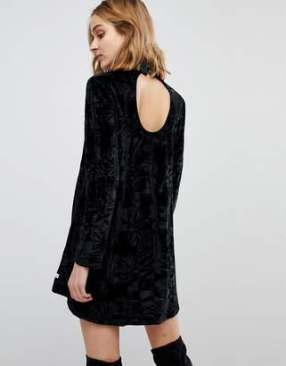 NYTT Elizabeth Long Sleeved Crushed Velvet Dress
