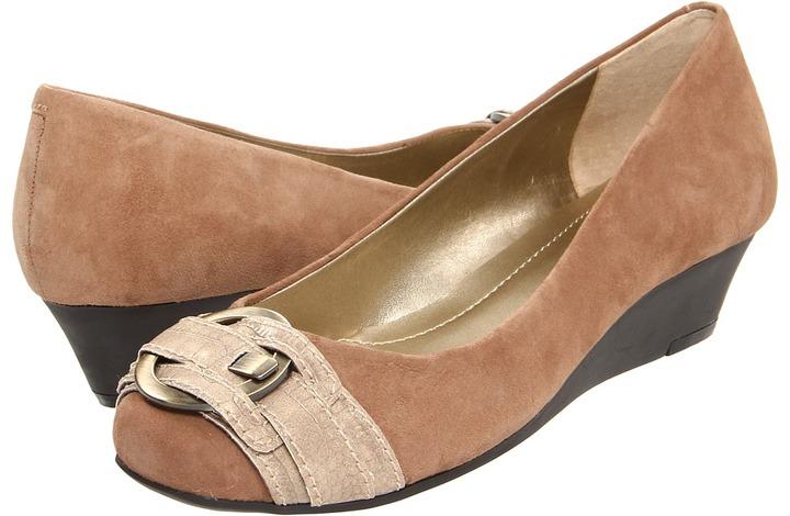 Bandolino Upland (Taupe Suede) - Footwear