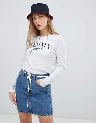 Tommy Jeans script logo longsleeve t-shirt