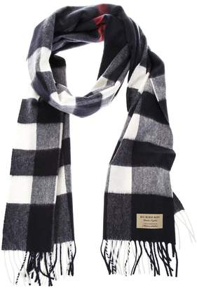 Burberry Classic Fringed Scarf In Cashmere