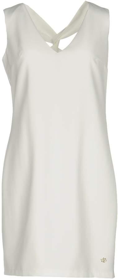 Cuplé Short dresses - Item 34733996