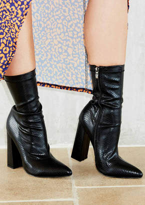 b90908f25d8f Missy Empire Missyempire Benita Black Snake Print Boots