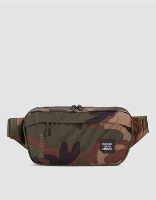 Herschel Medium Tour Bag in Camo