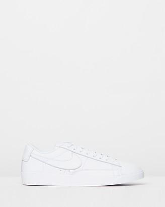 Nike Blazer Low LE Basketball Shoes - Women's