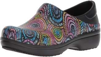 Crocs Women's Neriaprogrphclg Health Care Professional Shoe