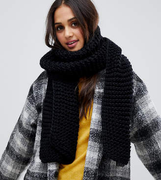 Stitch & Pieces black chunky knitted scarf