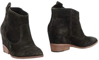 Belle by Sigerson Morrison Ankle boots - Item 11421641OB