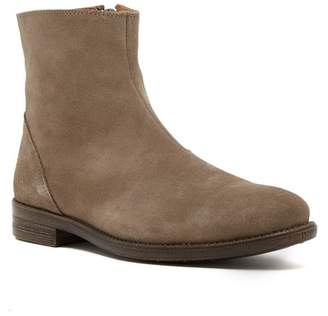 Robert Wayne Jacob Sand Suede Boot