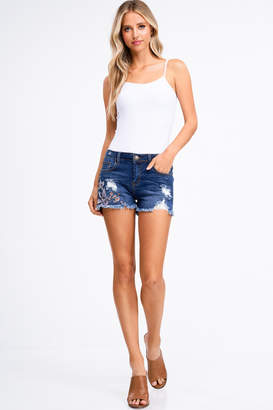 Montrez FLORAL EMBROIDERED FRAYED HEM DENIM SHORTS