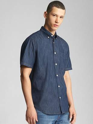 Gap Standard Fit Short Sleeve Shirt in Lightweight Denim