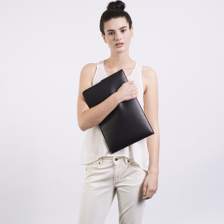 Everlane The Structured Pouch
